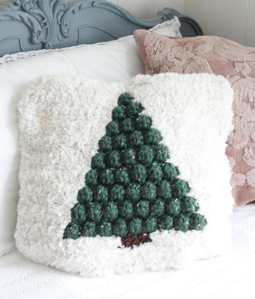 Pinewood Crochet Pillow: Free Pattern   E'Claire Makery